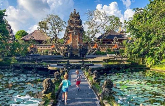 10 Tempat Wisata di Indonesia Paling Hits dan Populer